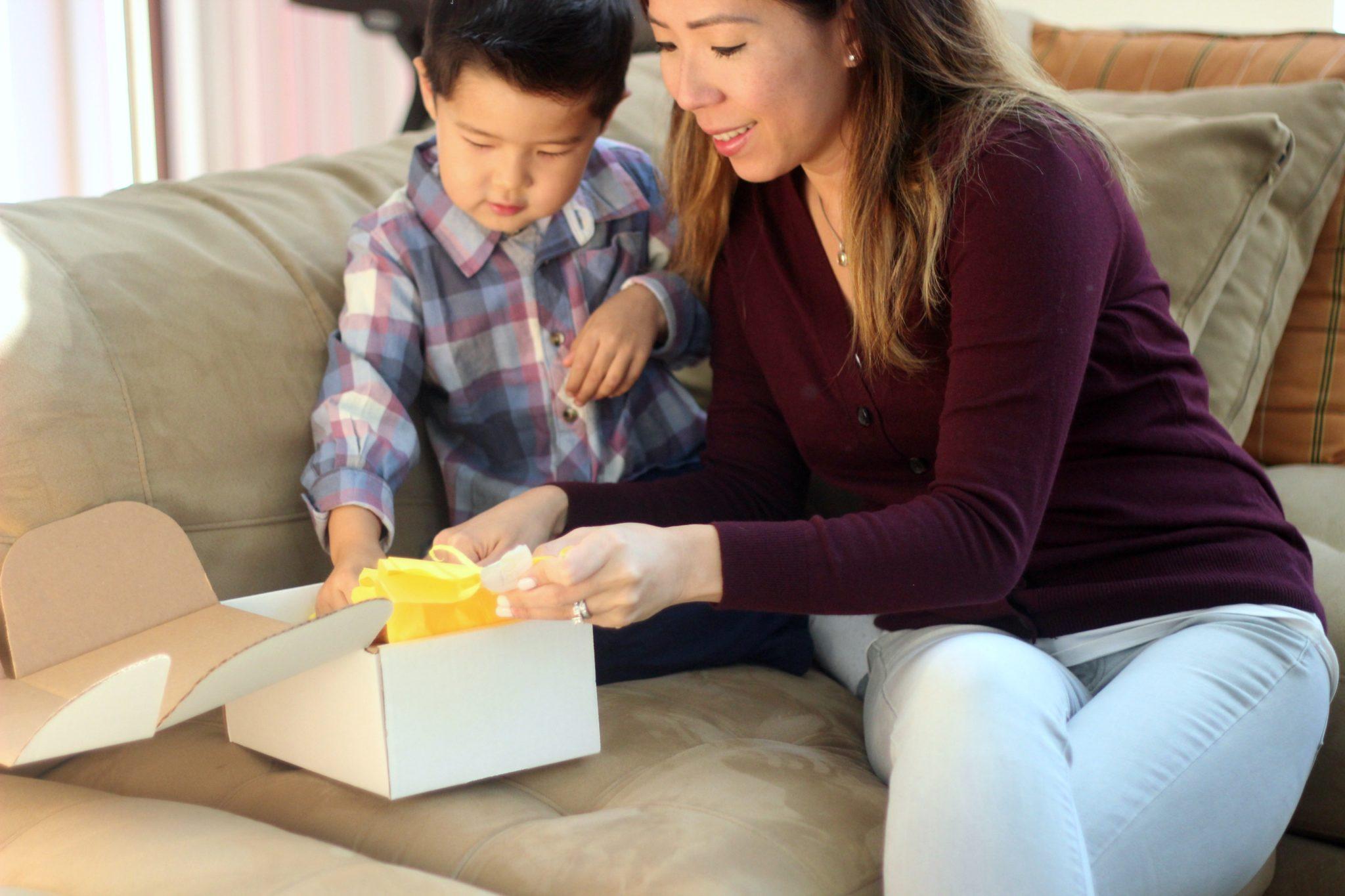 Mom Life Mondays: Blog Link Up #5 (Mom 'n Tot Box Review)