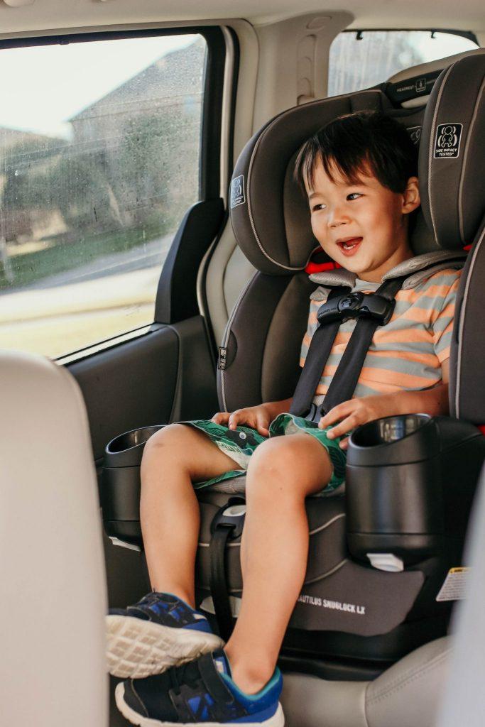 forward facing car seat at 3