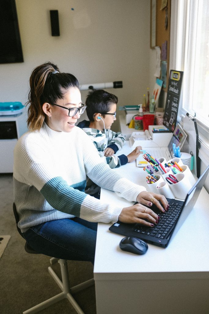 Average Mom Tips and Hacks for Remote Learning